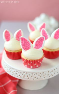 Easy Bunny Ear Cupcakes: You won't believe how easy it is to make these adorable bunny ears from marshmallows and sprinkles. Click through for more easy and cute Easter cupcakes for kids. Easter Bunny Cupcakes, Easter Treats, Easter Cake, Easter Food, Easter Eggs, Easter Party, Easter Cup Cakes Ideas, Easy Animal Cupcakes, Easter Baking Ideas