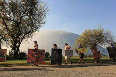 """Neste sábado dia 24, acontece a estreia da versão carioca do  """"Walking Gallery"""". O projeto promove galerias de arte itinerantes nos espaço públicos"""