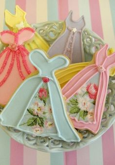 "Spring and Easter / karen cox. Spring and Easter flower ""dress"" cookies. Magical Moments"