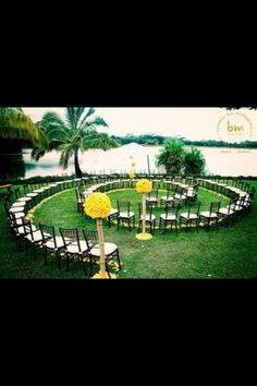 A circular isle for a more intimate wedding, what a fantastic idea!