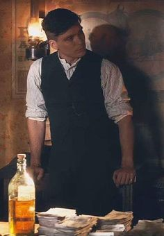 A peaky blinders fanfic. No lograba comprender muchas cosas pero lo … # Fanfic # amreading # books # wattpad Peaky Blinders Tommy Shelby, Peaky Blinders Thomas, Cillian Murphy Peaky Blinders, Peaky Blinders Series, Peaky Blinders Quotes, Triquetra, Traje Peaky Blinders, Cillian Murphy Tommy Shelby, Peaky Blinders Wallpaper