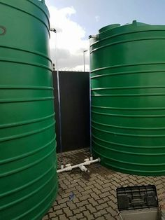 co joined water tanks with water level indicator - not suitable for pump installation as air will be sucked out via the level indicator