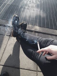 smoke, cigarette, and grunge image Smoke Photography, Grunge Photography, Smoking Kills, Girl Smoking, Aesthetic Grunge, Aesthetic Girl, Hipster, Space Cowboy, Francoise Gilot
