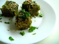 Palak Dhokla recipe.  1 cup besan250gm spinach, steamed and pureed1/4 cup curd2 tbsp oil 1 tbsp lemon juice1 tablespoon sugar1tbsp ginger paste1tbsp green chilliessalt to taste1 small packet enoFor Seasoning2 tbsp oil 1 tbsp mustard seeds10 curry leaves1 tsp hing water