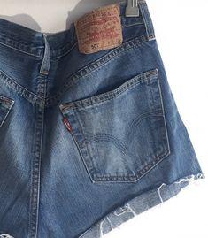 Short Levi's 501 W32  #brandleyvintage #vintageclothing #clothes #tshirt #jeans #levis #shoponline  #outfit #fashion #vintage #conmuchorollo Fashion Vintage, Vintage Outfits, Levis 501, Levi Shorts, Jeans, T Shirt, Clothes, Denim Crafts, Supreme T Shirt