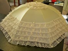 "BEAUTIFUL BRIDAL 34""diam. IVORY/IVORY LACE/BUD FLOWERS ""CREAM -O- CROP"" #PARASOLSbyROCHELLE"