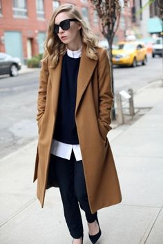 Casual look con cappotto camel