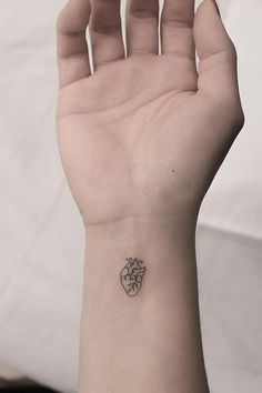 55 Tiny, chic wrist tattoos that are better than a bracelet - tattoo . - 55 Tiny, chic wrist tattoos that are better than a bracelet – tattoo fonts - Simplistic Tattoos, Subtle Tattoos, Henna Tattoos, Cool Tattoos, Tatoos, Easy Tattoos, Arrow Tattoos, Awesome Tattoos, Sleeve Tattoos