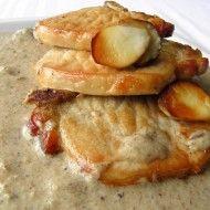 Fotografie receptu: Vepřová kotleta s hříbkovým krémem Pancakes, Chicken, Meat, Breakfast, Food, Morning Coffee, Essen, Pancake, Meals