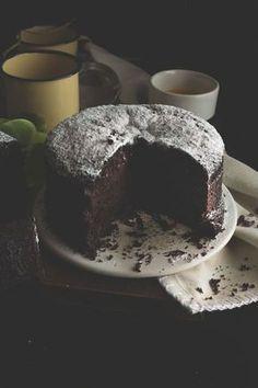 TORTA INTEGRALE CIOCCOLATO, Con farina integrale, senza burro e senza uova. Healthy Cake, Vegan Cake, Healthy Food, Sweet Recipes, Cake Recipes, Dessert Recipes, Italian Desserts, Vegan Desserts, Muffins