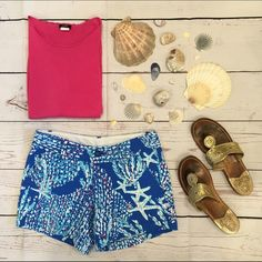 """• Lilly Pulitzer •• Callahans • Brand new with out tags Lilly Pulitzer Brewster Blue Good Reef Callahan Shorts, size The unique Beach Twill fabric absorbs color and displays print beautifully and will never fade, no matter how many times you loyally wash & wear this twill short. The only question is--how many pairs can you fit in your drawer?  5"""" Inseam, Garment Washed, Zip Fly Short With Center Front Button Closure, Slant Front Pockets, And Back Welt Pockets. Beach Twill - Printed (100%…"""