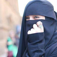 Hijab Gown, Hijab Evening Dress, Hijab Niqab, Muslim Hijab, Niqab Fashion, Modern Hijab Fashion, Arab Girls Hijab, Muslim Girls, Muslim Couples