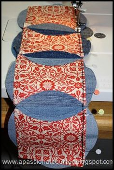 Denim Circle Pillow- Tutorial, Part 2 Denim Quilt Patterns, Circle Quilt Patterns, Circle Quilts, Afghan Crochet Patterns, Denim Quilts, Patch Quilt, Rag Quilt, Quilt Blocks, Blue Jean Quilts