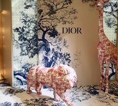 "DIOR, Plaza 66 Shopping Mall, Shanghai, China, ""Showcasing the Toile de Jouy motif"", photo by Christian Bassett Luxury, pinned by Ton van der Veer Shop Layout, Layout Design, Retail Windows, Retail Space, Retail Design, Visual Merchandising, Shopping Mall, Christian Dior, Architecture Design"