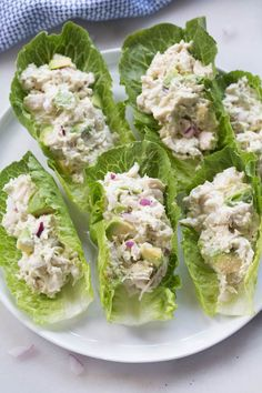 If you love chicken salad and avocados you will go crazy for these AVOCADO CHICKEN SALAD WRAPS! They make a healthy and delicious lunch tha. Healthy Dinner Recipes, Healthy Snacks, Healthy Eating, Cooking Recipes, Healthy Lunches For Work, Fast Recipes, Healthy Life, Tuna Lettuce Wraps, Healthy Recipes