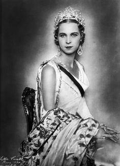 Photograph of Queen Maria José of Italy in court dress, 1938. See: http://lacortereale.blogspot.com/2011/10/il-diadema-di-musy-della-regina_13.html