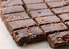 Healthy No-bake Snack Bars Healthy Snack Bars, Quick Healthy Meals, Healthy Eating Recipes, Healthy Baking, Snack Recipes, Healthy Desserts, Drink Recipes, Healthy Life, Easy Homemade Snacks