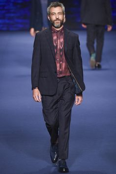 See the complete Etro Spring 2017 Menswear collection.