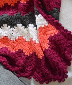 This blanket was made by Marie-Josée Des-Îlets. Fun to make. If you want the free pattern don't hesitate and click the link. Crochet Granny Square Afghan, Crochet Ripple, Knitted Afghans, Afghan Crochet Patterns, Baby Blanket Crochet, Crochet Baby, Free Crochet, Knit Crochet, Granny Squares