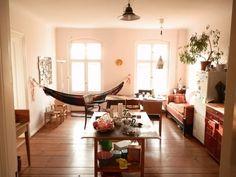 wohnzimmer in wundersch ner panorama wg in stuttgart. Black Bedroom Furniture Sets. Home Design Ideas