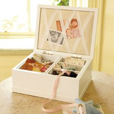 A beautiful home for all sorts of treasures and mementoes. Features: bevelling on lid and base, notice board and ribbon inside lid, and two lift out sections with storage compartment underneath. Inside made from linen with a linen coloured cotton to protect precious items. Exclusive to GLTC.