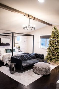 Nothing more magical than falling asleep to the twinkling lights of the holidays. A Christmas Tree in the bedroom is a must for a little extra magic. Farmhouse Style Bedrooms, Shabby Chic Bedrooms, Modern Farmhouse, Decorating Your Home, Diy Home Decor, Scandinavian Style Home, Modern Christmas Decor, Bedroom Decor, Bedroom Ideas