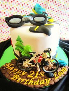 The Making : Triathlon Cake with gum paste bicycle Bicycle Cake, Bike Cakes, Triathlon Ironman, Hawaii Cake, Mountain Cake, Sport Cakes, Dessert Decoration, Just Cakes, Novelty Cakes