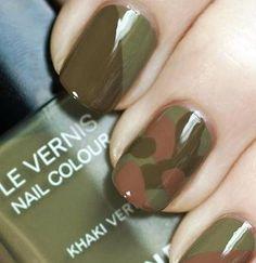 Cool camo nails using Chanel khaki nail polish Get Nails, Love Nails, How To Do Nails, Pretty Nails, Hair And Nails, Chanel Nail Polish, Chanel Nails, Army Nails, Military Nails
