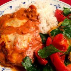 Koteletter i fad som vor italienske mama kunne have lavet dem | Persilles blog Mashed Potatoes, Meat, Chicken, Ethnic Recipes, Food, Spinach, Whipped Potatoes, Smash Potatoes, Essen