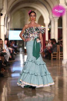 m.diariodesevilla.es - VIVA by We Love Flamenco 2018 - Manuela Martínez Spanish Dress, Spanish Dancer, Lace Dress Styles, Flamenco Dancers, Spanish Fashion, Beautiful Dresses, Fashion Dresses, Gowns, Formal Dresses
