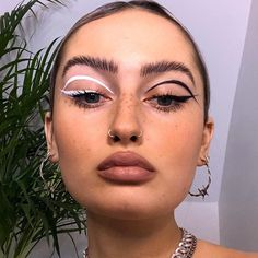 17 Makeup Tips That'll Make Doing Your Makeup Infinitely Easier Makeup Goals, Makeup Inspo, Makeup Inspiration, Makeup Tips, Edgy Makeup, Eye Makeup Art, Style Inspiration, Make Up Looks, Creative Eye Makeup