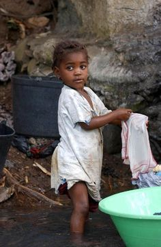 Laundry and girl | © Wilson Dias/ABr