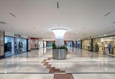 Iperion shopping center in Caserta, Italy. iGuzzini Product: Laser Blade - Photographed by Barbara Jodice #iGuzzini #Light #Lighting #laserblade