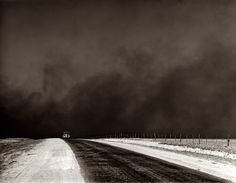 luzfosca:  Arthur Rothstein Heavy black clouds of dust rising over the Texas Panhandle, 1936.