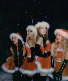 Gifts for her this Christmas season is now live on. Badass Halloween Costumes, Trendy Halloween, Halloween Outfits, Celebrity Halloween Costumes, Fantasias Halloween, Halloween Disfraces, Bad Girl Aesthetic, Friend Photos, Celebs