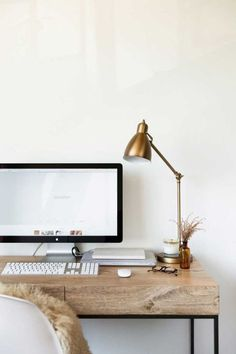 Beautiful minimal workspace.