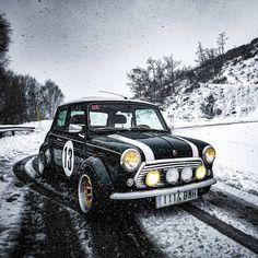 Mini Cooper Sport, Mini Cooper Classic, Classic Mini, Classic Cars, Mini Uk, Mini Morris, Car In The World, Small Cars, Amazing Cars