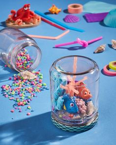 Does your child want a Finding Dory Birthday Party this year? Check out these 40 Finding Dory Birthday Party Ideas that will wow your party guests. Mason Jar Crafts, Mason Jars, Diy Jars, Disney Diy, Disney Crafts, Disney Pixar, Cute Crafts, Diy Crafts For Kids, Finding Dory