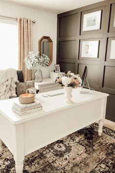 Mar 2020 - Turn your home office into a stylish and functional space by using these home office ideas for women. Lots of home office ideas for a feminine home office. Cozy Home Office, Home Office Setup, Home Office Design, At Home Office Ideas, Office Inspo, Future Office, Office Designs, Man Office Decor, Office With Couch