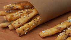 Připravíme mísu. Dáme do ní mouku, uprostřed uděláme důlek, do kterého rozdrobíme droždí. Posypeme droždí cukrem a přilijeme cca deci vlažného... New Recipes, Cooking Recipes, Healthy Recipes, Bread And Pastries, Food 52, Desert Recipes, Hot Dog Buns, Finger Foods, Food And Drink