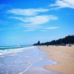Oggi vi regaliamo uno scatto dalla spiaggia di Pineto (TE) con la Torre del Cerrano . buona domenica!!!  Foto di Luciana Luciani