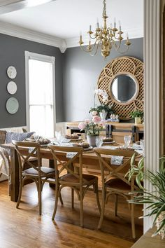 Traditional Spring Tablescape Dining Room Inspiration, Home Decor Inspiration, Diy Home Decor, Room Decor, Diy Farmhouse Table, Dining Room Sets, Dining Room Table Decor, Fall Table, Kendall Charcoal