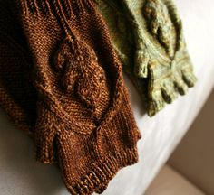 love these oak leaf mits.  Perfect for my hands that get so cold in the winter even in the house!