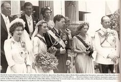Wedding of King Michael of Romania and Anne of Bourbon-Parma. L to R: Queen Frederika, bride and groom, Queen Helen of Romamia, King Paul of Greece. Royal Family News, British Royal Families, Parma, Romanian Royal Family, Queen Mary, Queen Anne, Extraordinary People, Blue Bloods, Royal Weddings