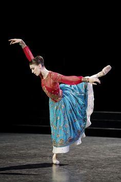 Laura Hecquet in La Source, Paris Opera Ballet #stage #ballet #parisoperaballet #lasource #laurahecquet