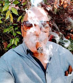 The major difference between a cigar aficionado and a connoisseur