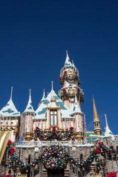 9 Reasons You Should Visit Disneyland During the Holidays