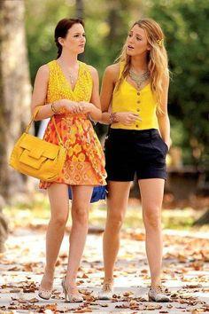 Gossip Girl - Blair and Serena - Leighton Meester and Blake Lively Mode Gossip Girl, Estilo Gossip Girl, Gossip Girl Outfits, Gossip Girl Fashion, Look Fashion, Womens Fashion, Gossip Girls, Fashion Styles, Fashion Beauty