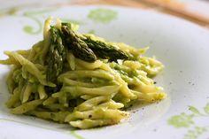 La ricetta del pesto di asparagi da fare con il Bimby è semplicemente deliziosa.