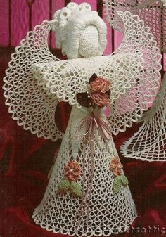 Sweet Crochet by Silvana Vargas (Crochet y Bebê) : Anjos em crochet! Crochet Ornaments, Christmas Crochet Patterns, Holiday Crochet, Crochet Snowflakes, Angel Ornaments, Thread Crochet, Knit Or Crochet, Filet Crochet, Crochet Doilies